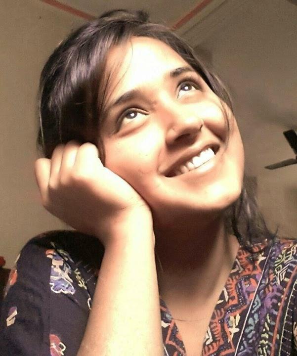 kajal raghwani smile